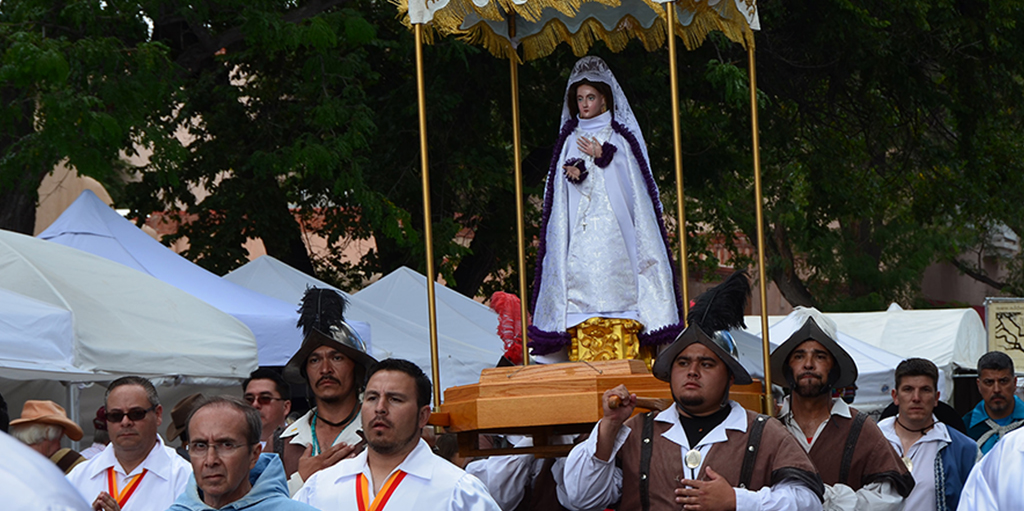 """Procession of El Santo Niño in """"Los Comanches"""" ritual"""