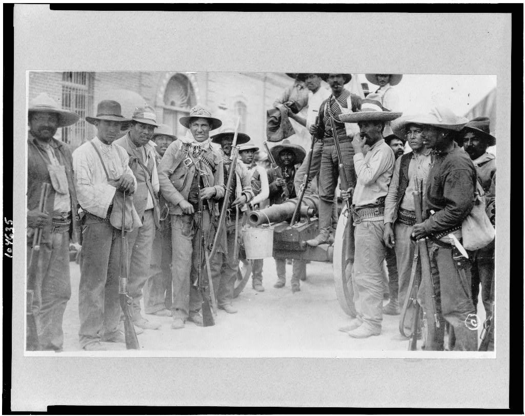 Mexican revolutionaries in Ciudad Juárez with a homemade cannon and other arms they were able to secure