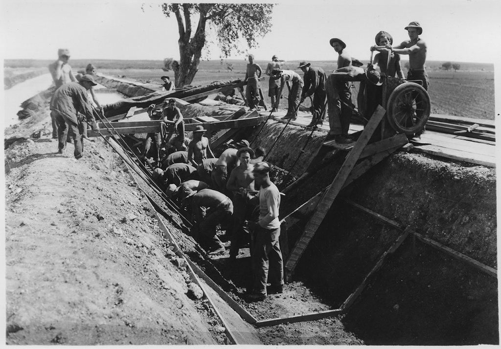 CCC enrollees building a canal on the Carlsbad Project in southern New Mexico