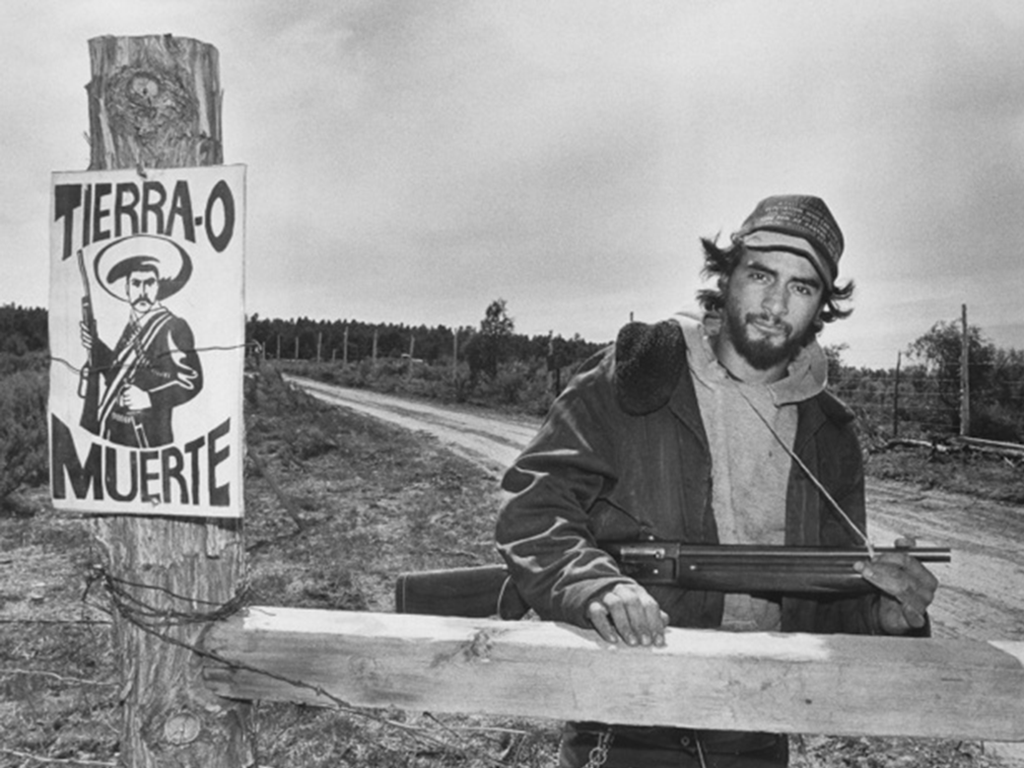 Raúl guarding the entrance to the Flores camp at Tierra Amarilla in May 1988.