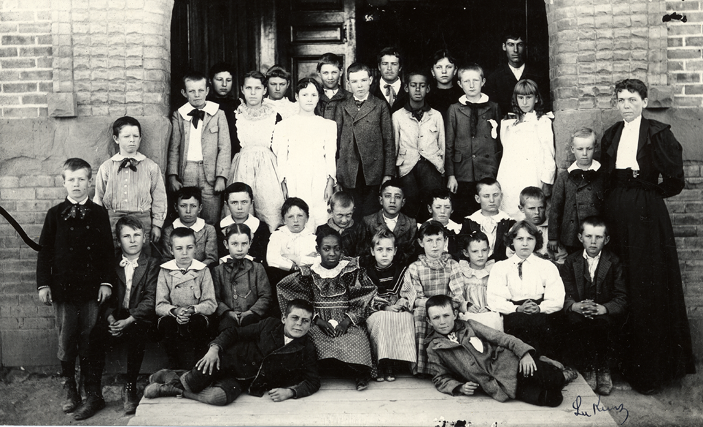 Class of students, including African Americans, in Albuquerque's Third Ward in the first decade of the twentieth century